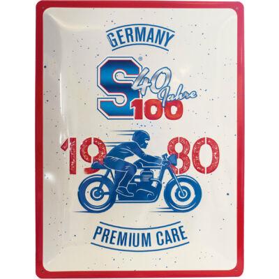 40 YEARS S100 TÁBLAKÉP